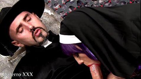 Священник трахает монашку на кладбище