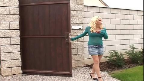 Два бандита изнасиловали тетку угрожая пистолетом