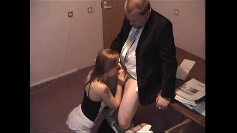 Порно начальника с русской секретаршей на скрытую камеру