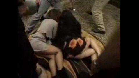 Парни изнасиловали русских мужа с женой