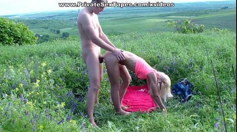Русский секс весной на травке