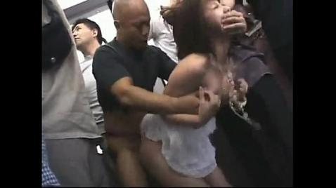 Грубое изнасилование проводницы в поезде