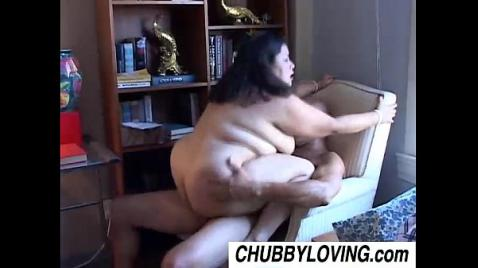 Мужик трахает азиатку с красивыми сиськами