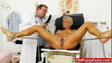Осмотр пизды в гинекологическом кресле