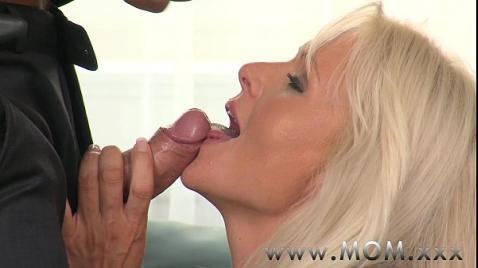 Оргазм жестко выебанной блондинки