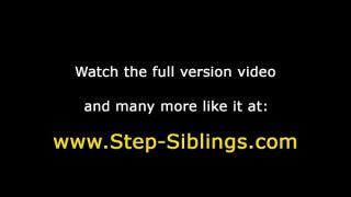 Девушка лижет пизду сводной сестре