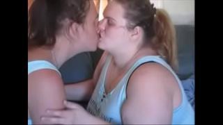 Трансгендер трахает толстушку