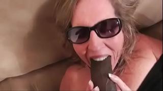 Сильный оргазм толстушки от черного парня