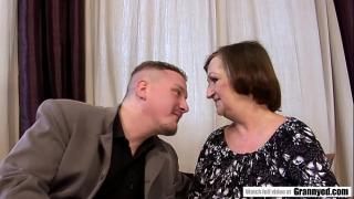 Толстая бабушка трахается с парнем